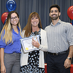Amy Sussman, MD (center), accepts the 2018 Outstanding Achievement in Teaching by a Clerkship award, as Department of Medicine clerkship director