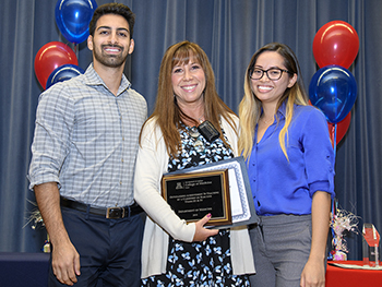 Dr. Amy Sussman, center, with Educator of the Year Award (Years III & IV)