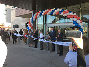 (R-L) UA President Robert C. Robbins, MD; Banner – University Medicine CEO Chad Whelan, MD; Banner – UMC Tucson CEO Sarah Frost and Tucson Mayor Jonathan Rothschild, unidentified, unidentified.