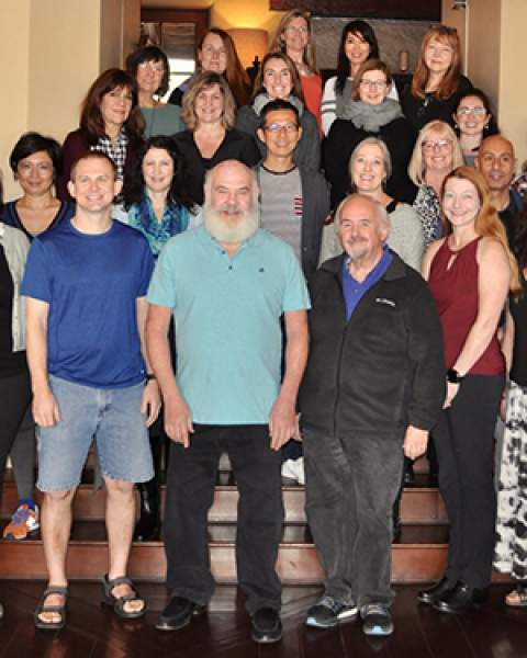 Dr. Andrew Weil (turquoise shirt) with AzCIM integrative health program students